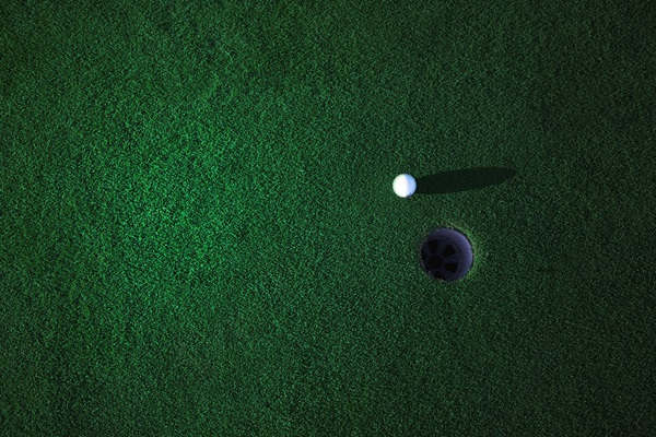 GolfGreenlitup-Block-Image-Hero-Background